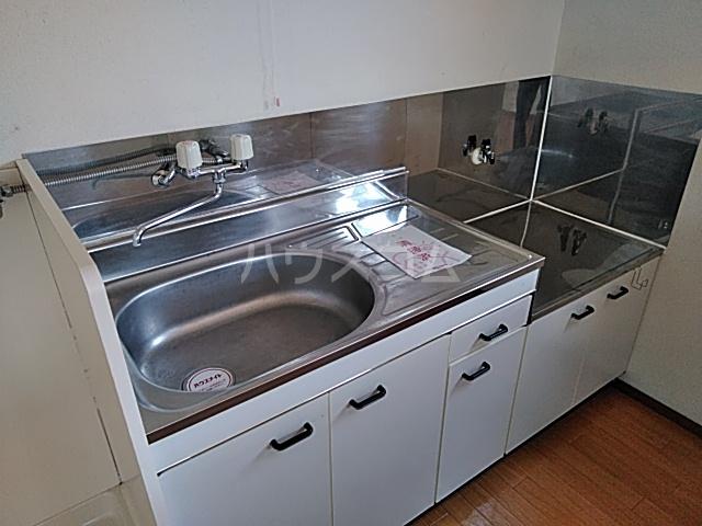 ホワイトタウンユザワ 201号室のキッチン