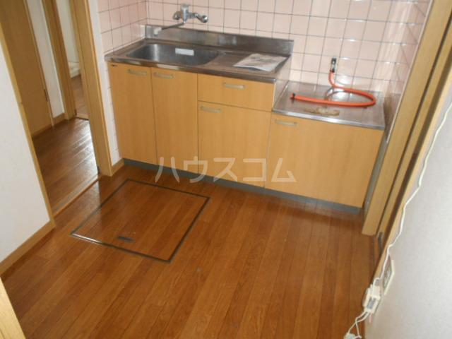 シルクヒルズB 102号室のキッチン
