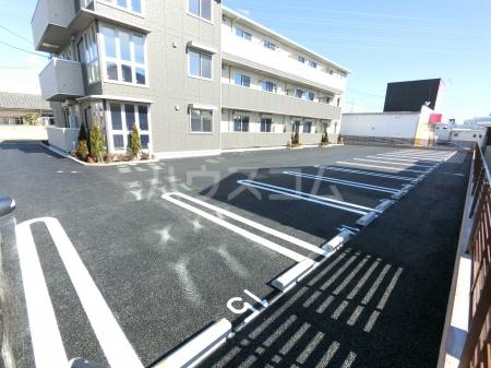 Famille Maebashi 105号室の駐車場