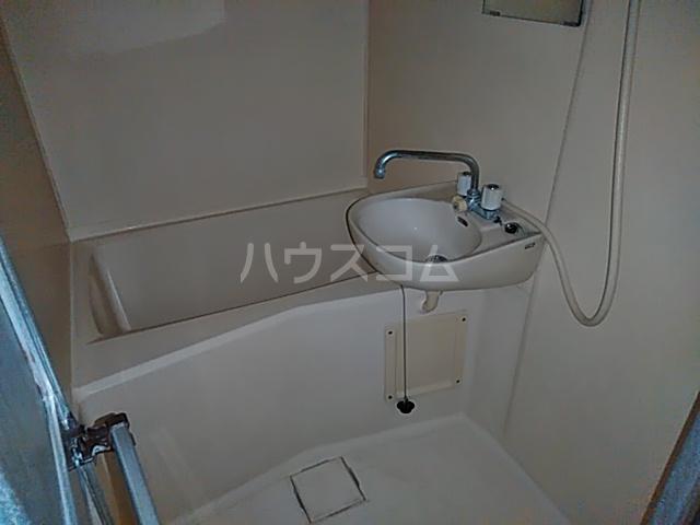 ハピネスハイツ 102号室の洗面所