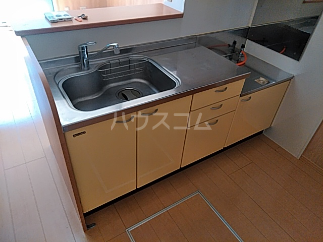 リリーハウスA 203号室のキッチン