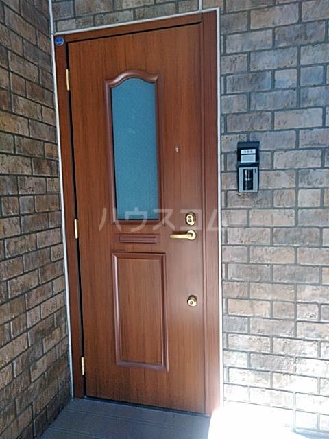リリーハウスA 203号室の玄関
