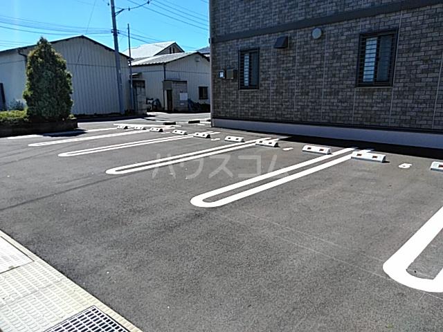 リリーハウスA 203号室の駐車場