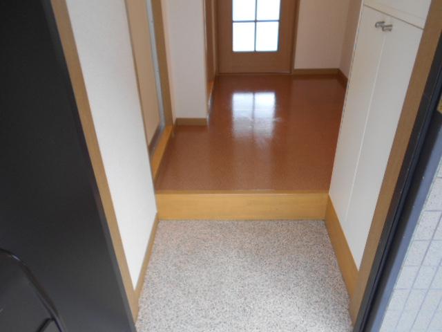 エレガンス西院 208号室の玄関