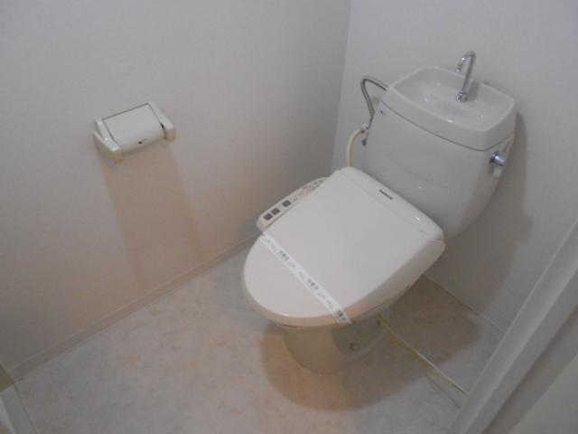 サンフローラ丸太町 708号室のトイレ