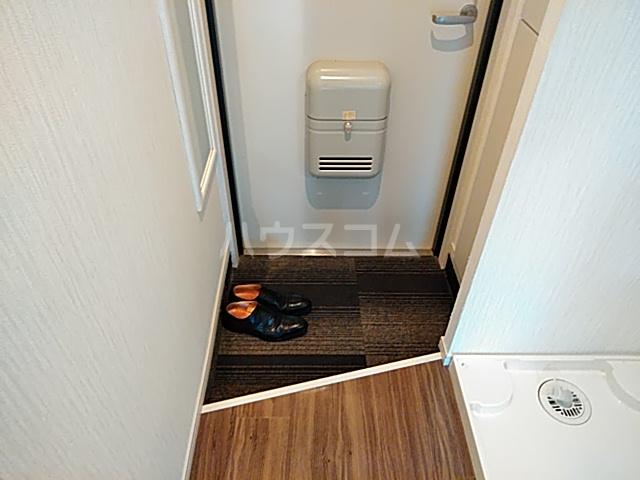 ワンモアハート円町 601号室の玄関