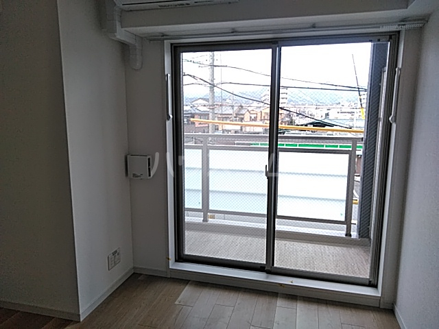 エスカーサ京都四条梅津 205号室のバルコニー