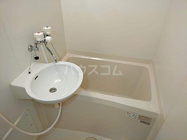 プレジール春日 106号室の風呂