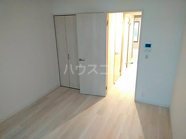 グレース西ノ京 102号室のリビング