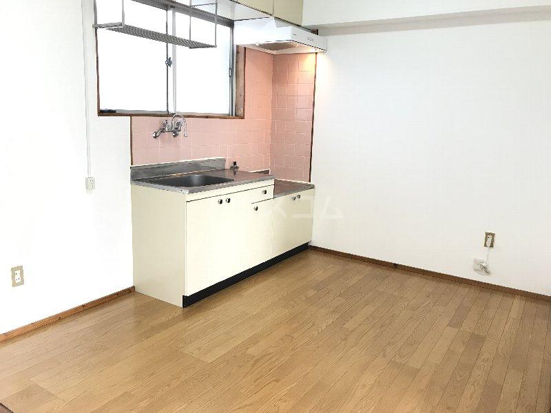 神里アパート 401号室のリビング