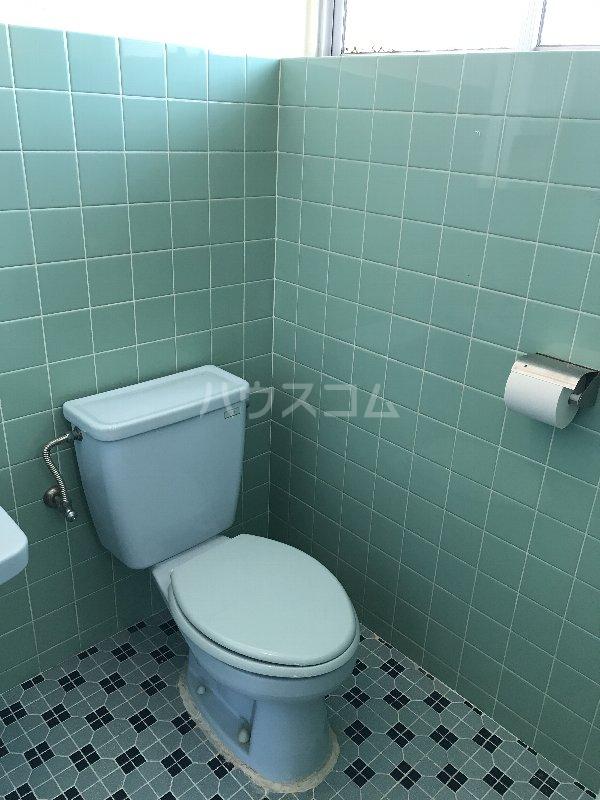 神里アパート 401号室のトイレ