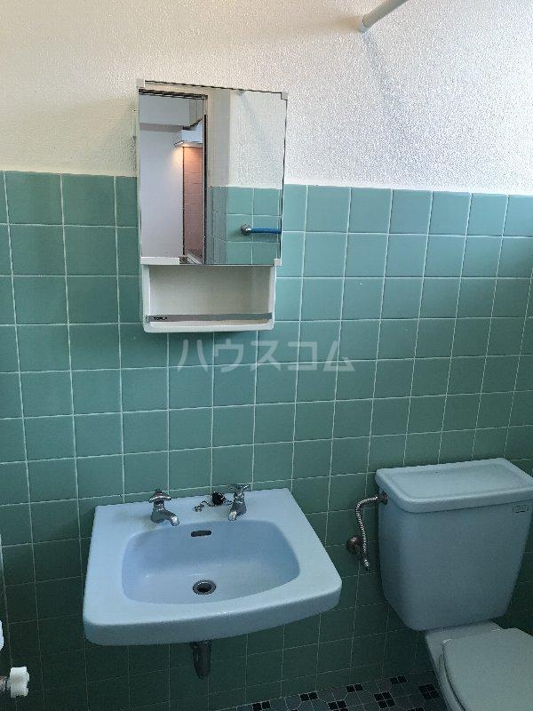 神里アパート 401号室の洗面所