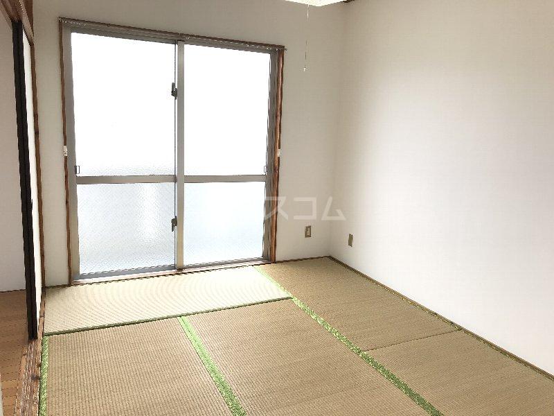神里アパート 401号室の居室