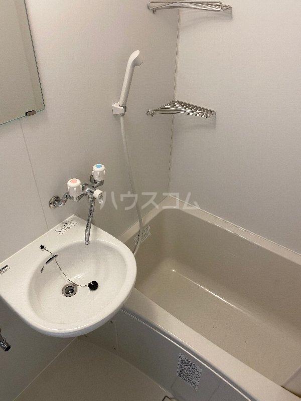 ヴィラ真和 203号室の風呂