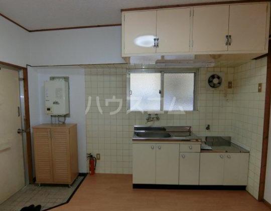 丸一アパート 201号室のキッチン