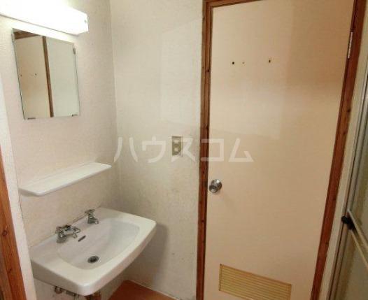 丸一アパート 201号室の洗面所