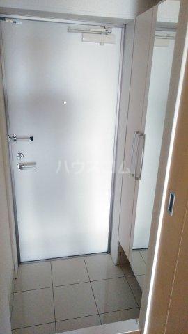グランデュール K 201号室の玄関