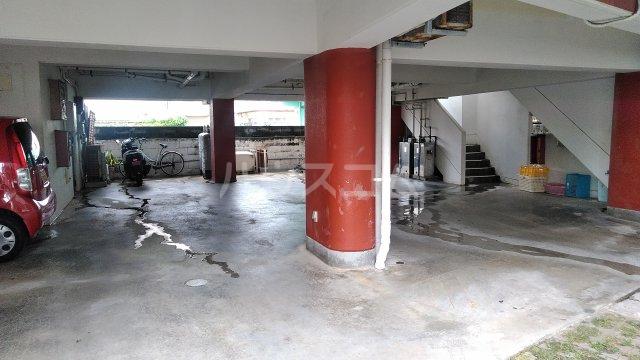 メルベーユ仲村 302号室の駐車場