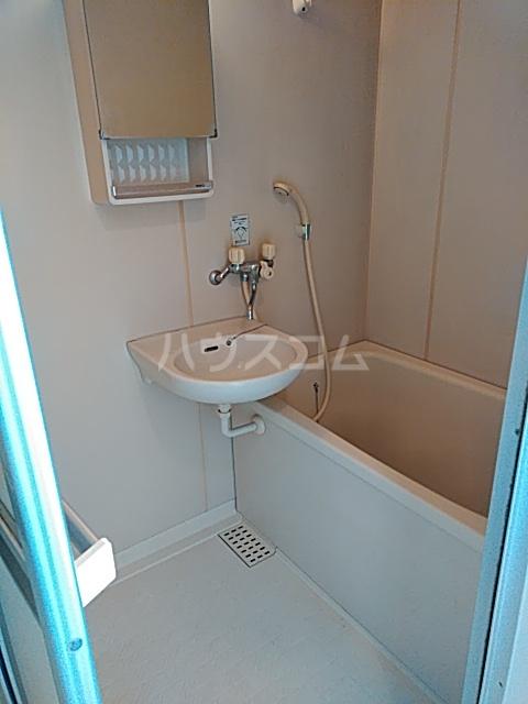 エントピアKT 102号室の洗面所