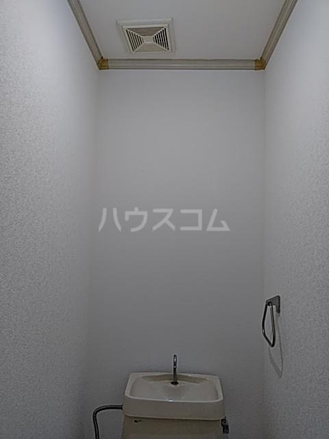 エントピアKT 102号室のトイレ