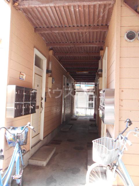 イーストコート大山寺 104号室のエントランス