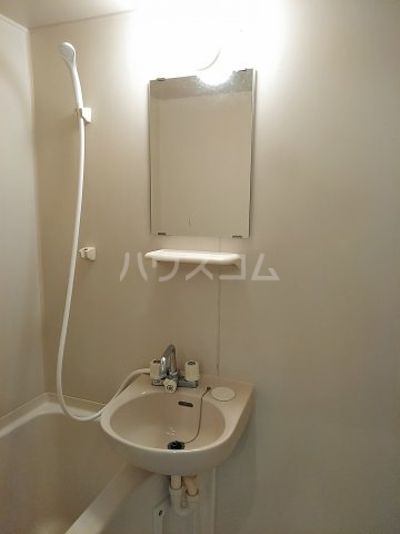 ニューリバーⅠ 2A号室の洗面所