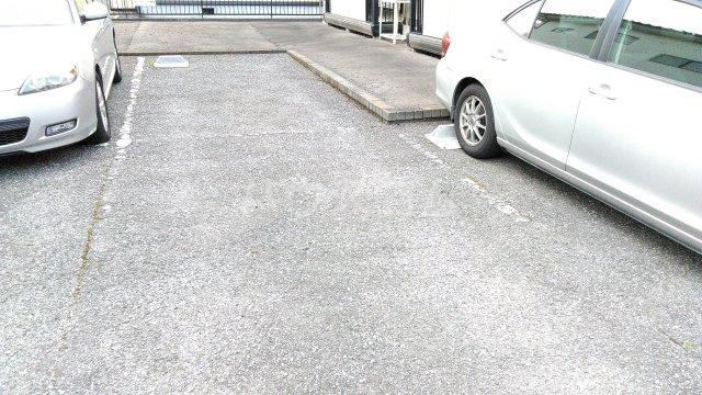 サンクレールオカダ 101号室の駐車場