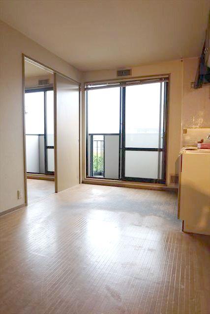 サンガーデンカムアンドエム A棟 202号室のリビング