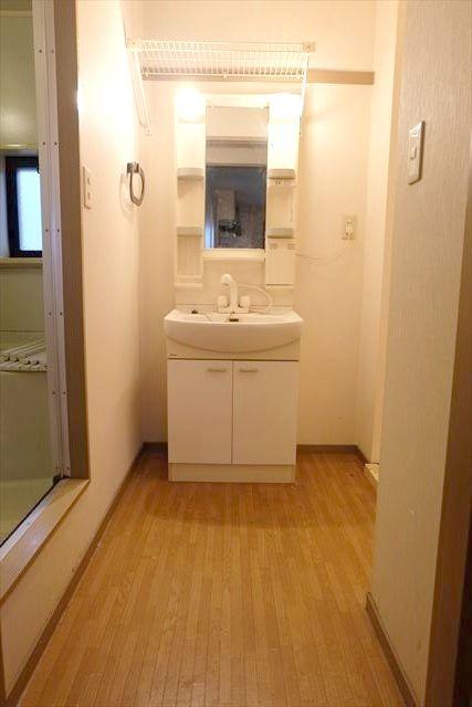 サンガーデンカムアンドエム A棟 202号室の洗面所