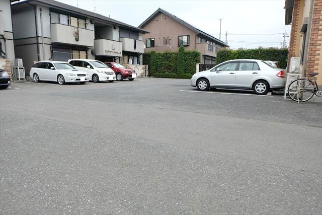 サンガーデンカムアンドエム A棟 202号室の駐車場