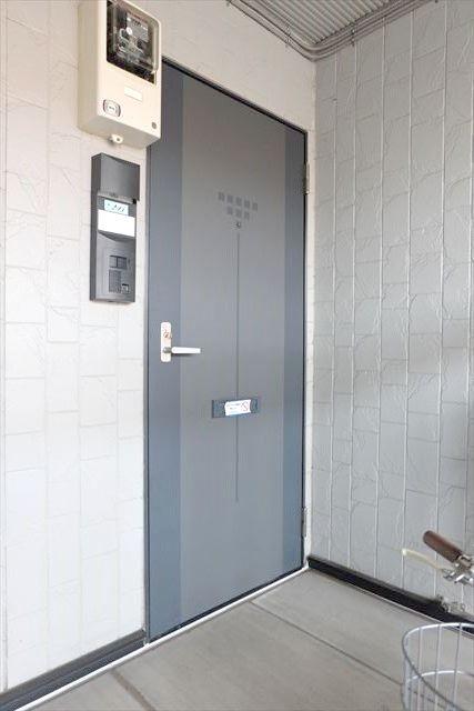 サンガーデンカムアンドエム A棟 202号室の玄関