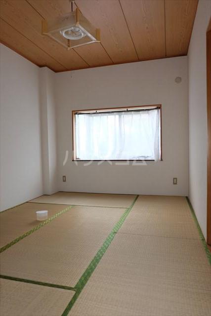 レジデンス暁 102号室の居室