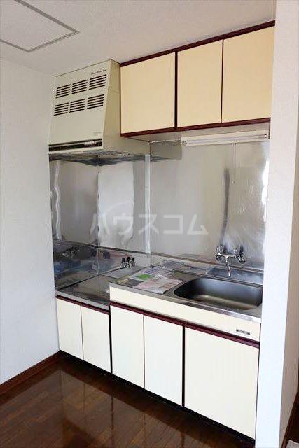 レジデンス暁 102号室のキッチン