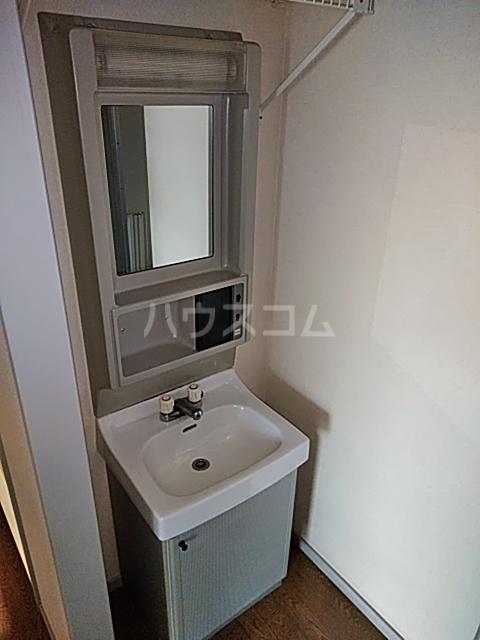 サンリヴェール B棟 102号室の洗面所