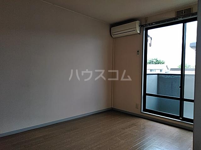 サンリヴェール B棟 202号室の居室