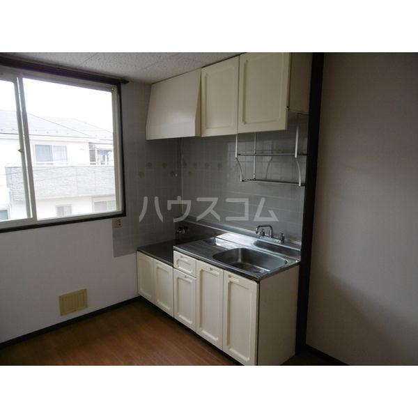 メゾンリーブル A 102号室のキッチン