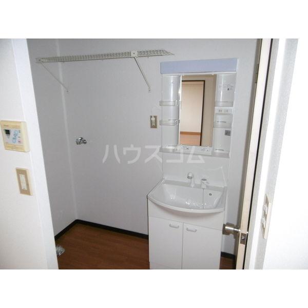 メゾンリーブル A 102号室の洗面所