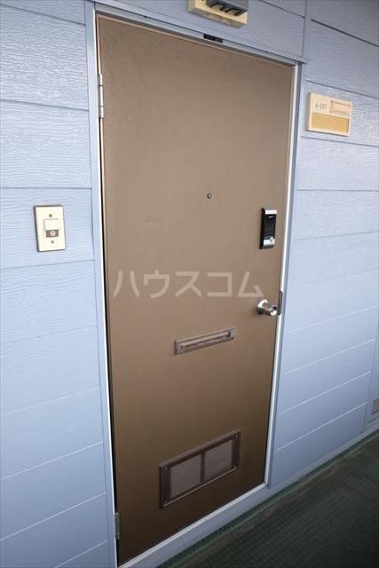 本郷ハイツ A 203号室の玄関