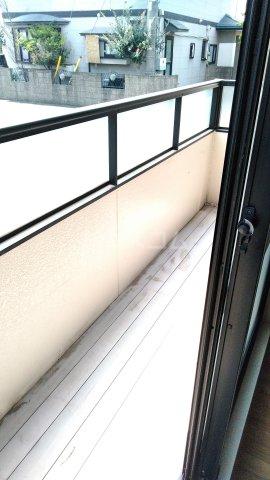 トライステージ B 102号室のバルコニー