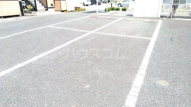 トライステージ B 102号室の駐車場
