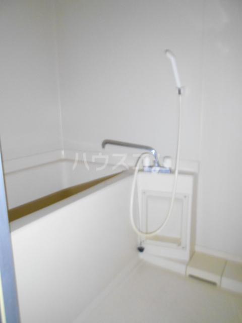 ベ・ハーゲンハイム城東 302号室の風呂