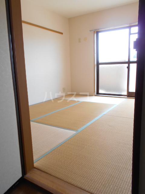 ベ・ハーゲンハイム城東 302号室の居室