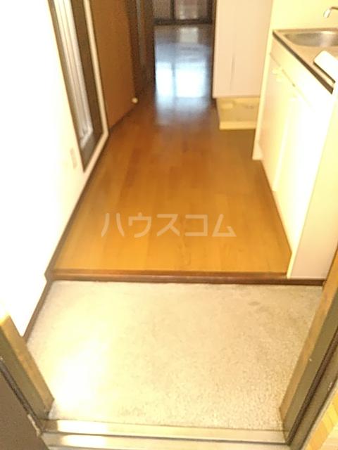 ラ・セゾンY・M 303号室の玄関