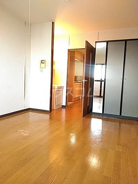 ラ・セゾンY・M 303号室のリビング