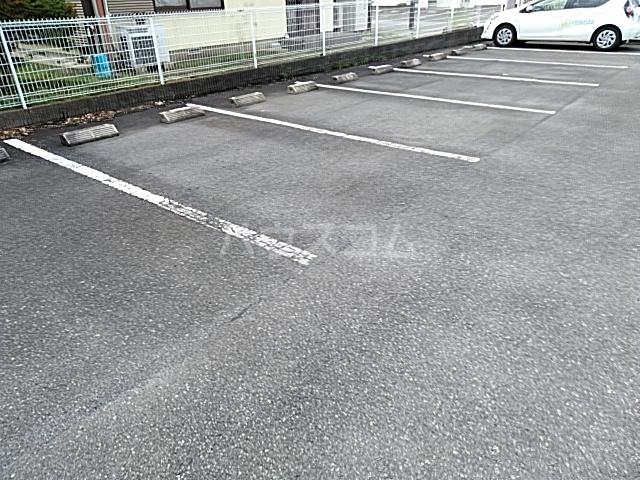 コーポジュエル B 103号室の駐車場