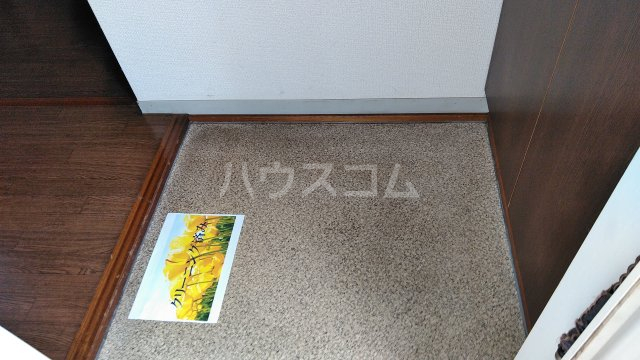 ハニーゴールド 105号室の玄関
