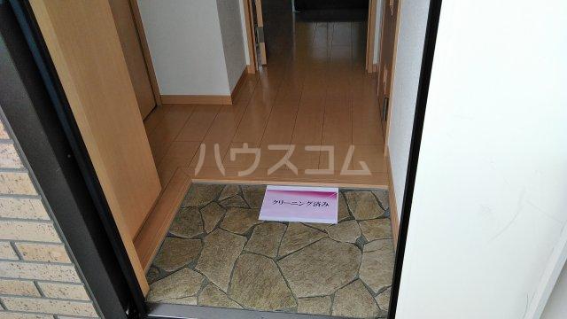 エスターテ 103号室の玄関