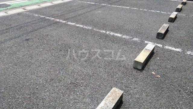 コーポジョセフィーヌ 101号室の駐車場