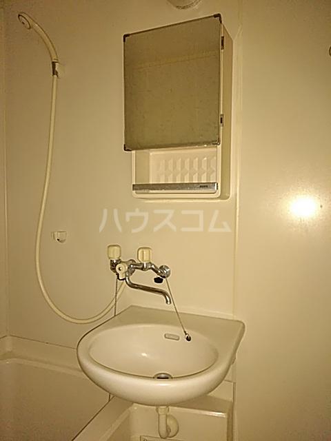 コーポコロラド 101号室の洗面所