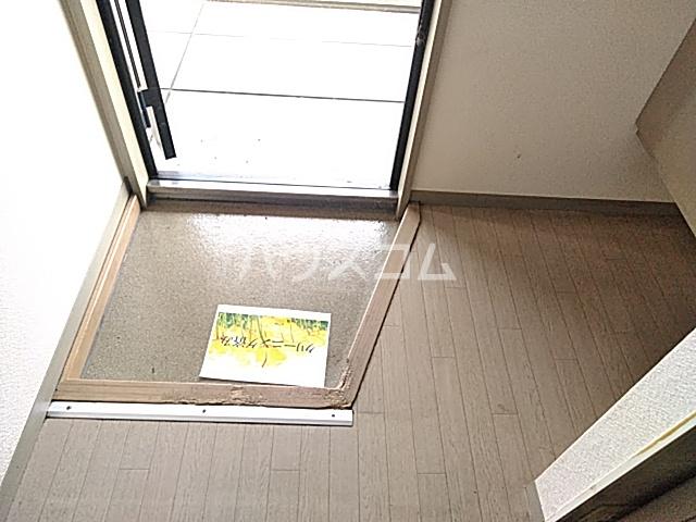 コーポコロラド 101号室の玄関